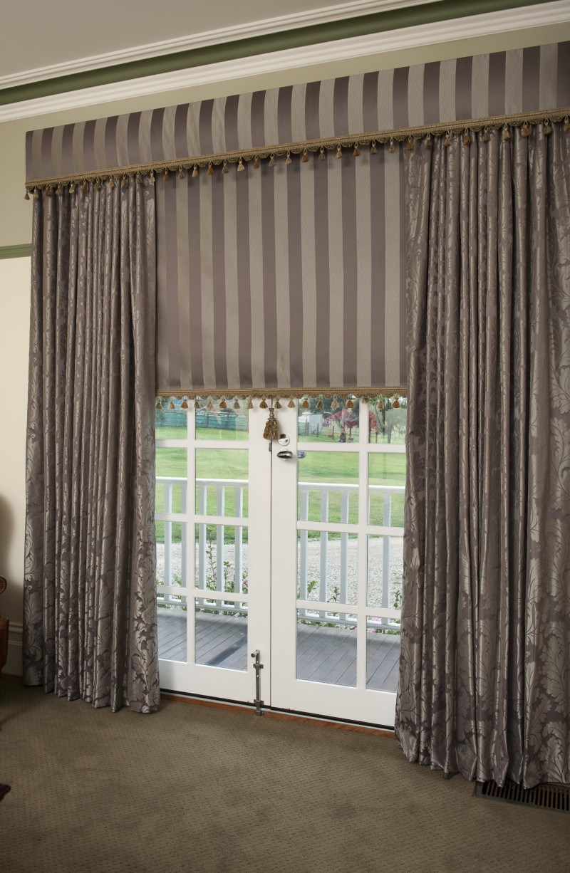Drapes With a Matching Roller Blind and Pelmet